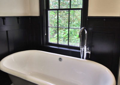 1576 W Sussex Master Bath Tub